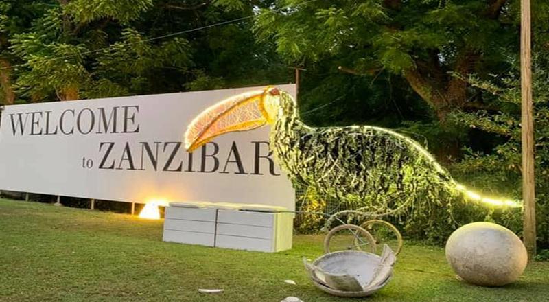 Dj Stefano Prezioso e le domeniche nel salotto dello Zanzibar tra le opere d'arte di Stefano Ogliar Badessi