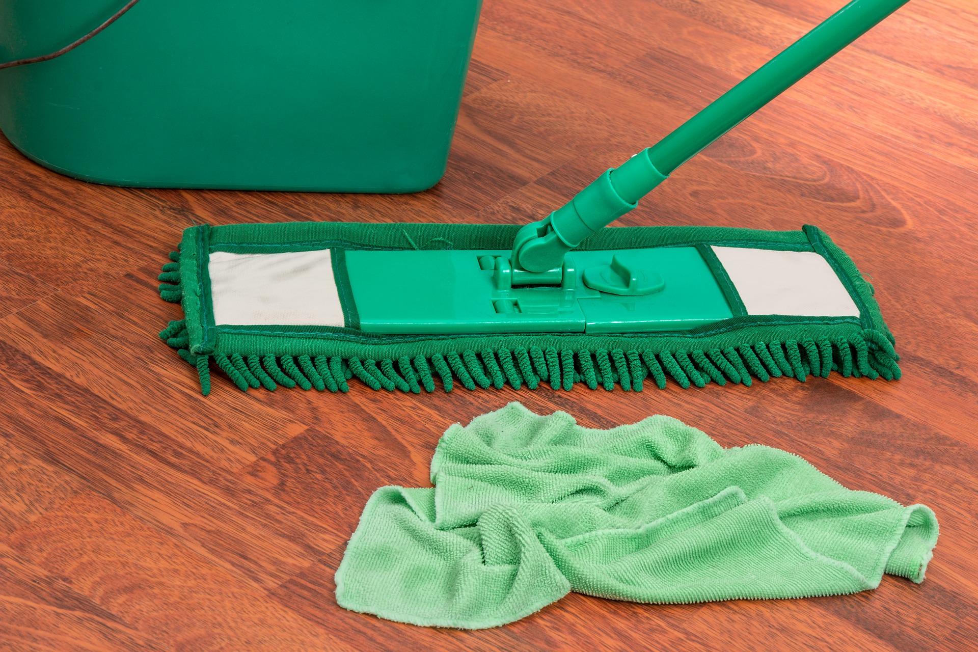 Come si pulisce il gres porcellanato per conservarlo nel tempo? I consigli per un pavimento in gres duraturo