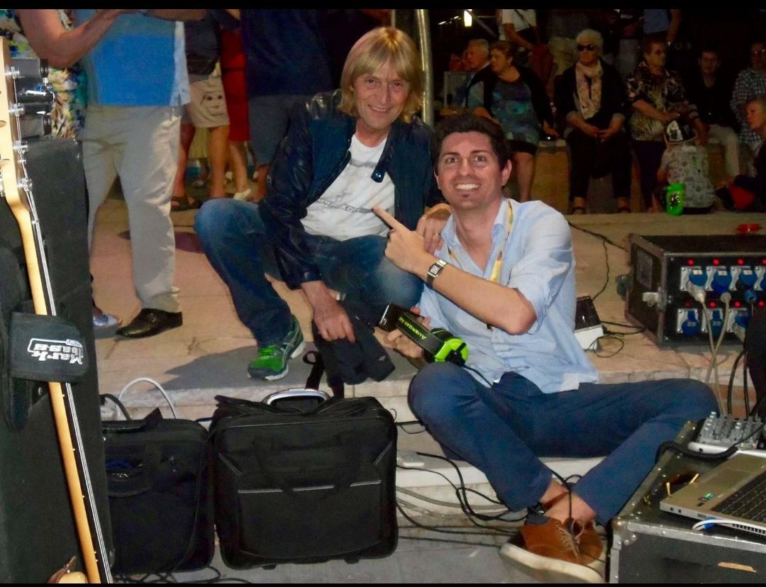 Quella volta che … meritatamente, il PopSindaco d'Italia Gianluca Savoldi, finì sul Resto del Carlino con l'artista Moreno il Biondo…