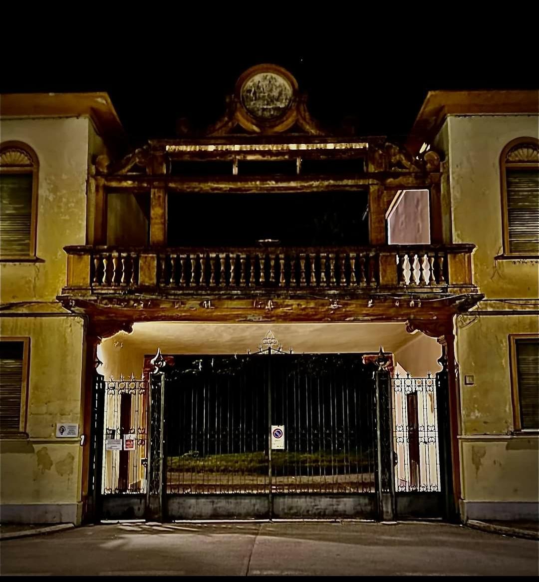 """Umberto Cabini: """"Oggi una struttura bellissima nel centro di Crema in completo abbandono ed in pieno degrado!"""""""