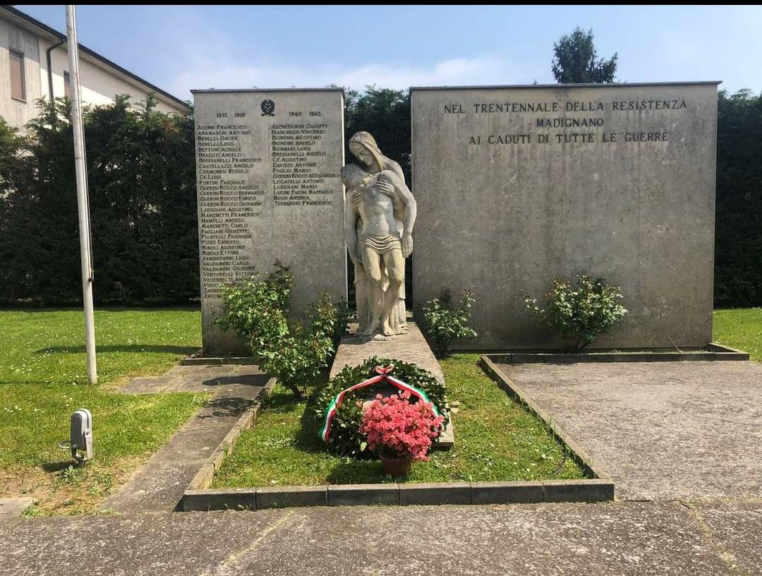 Il giallo dei tulipani spariti, portati dai bambini, dal monumento ai Caduti di Madignano? Mah … Ah per fortuna Alex Corlazzoli non si arrende