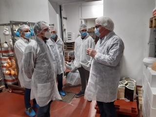Il consigliere regionale Dem Matteo Piloni in visita alla premiata e premiante realtà cremasca (e non solo) Chiodo Formaggi…