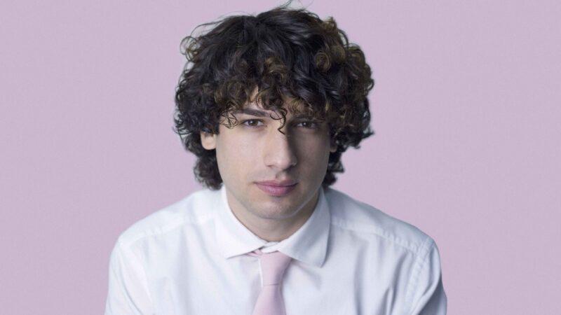 La musica d'autore per i giovani: Giuseppe de Candia racconta Luca Carboni alla generazione Z