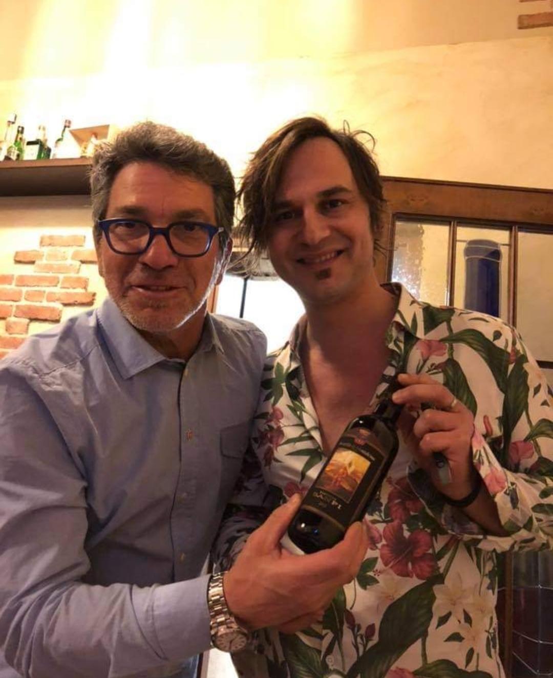 Ma che ci facevano, in una serata meravigliosa, di fine maggio, i due calciofili Max Canzi e Alessandro Pizzoli dal Manuel Gimari a Montodine?