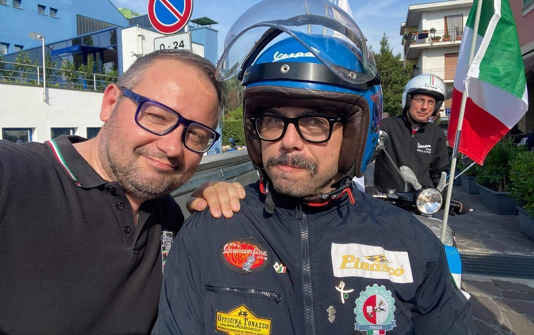Chapeau al viaggiatore Vespista, curioso e appassionato, Fabio Cofferati, di tappa a Crema per omaggiare la memoria di Giorgio Bettinelli