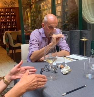 """Cosa sta degustando, studiando, analizzando Luca Bandirali, """"Colonna Portante"""" di quel bel posto che è l'Enoteca FuoriPorta di Crema?"""