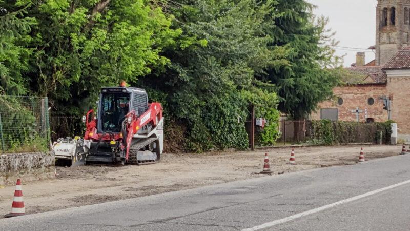 E' stata completata la nuova asfaltatura della banchina stradale nel quartiere dei Mosi.
