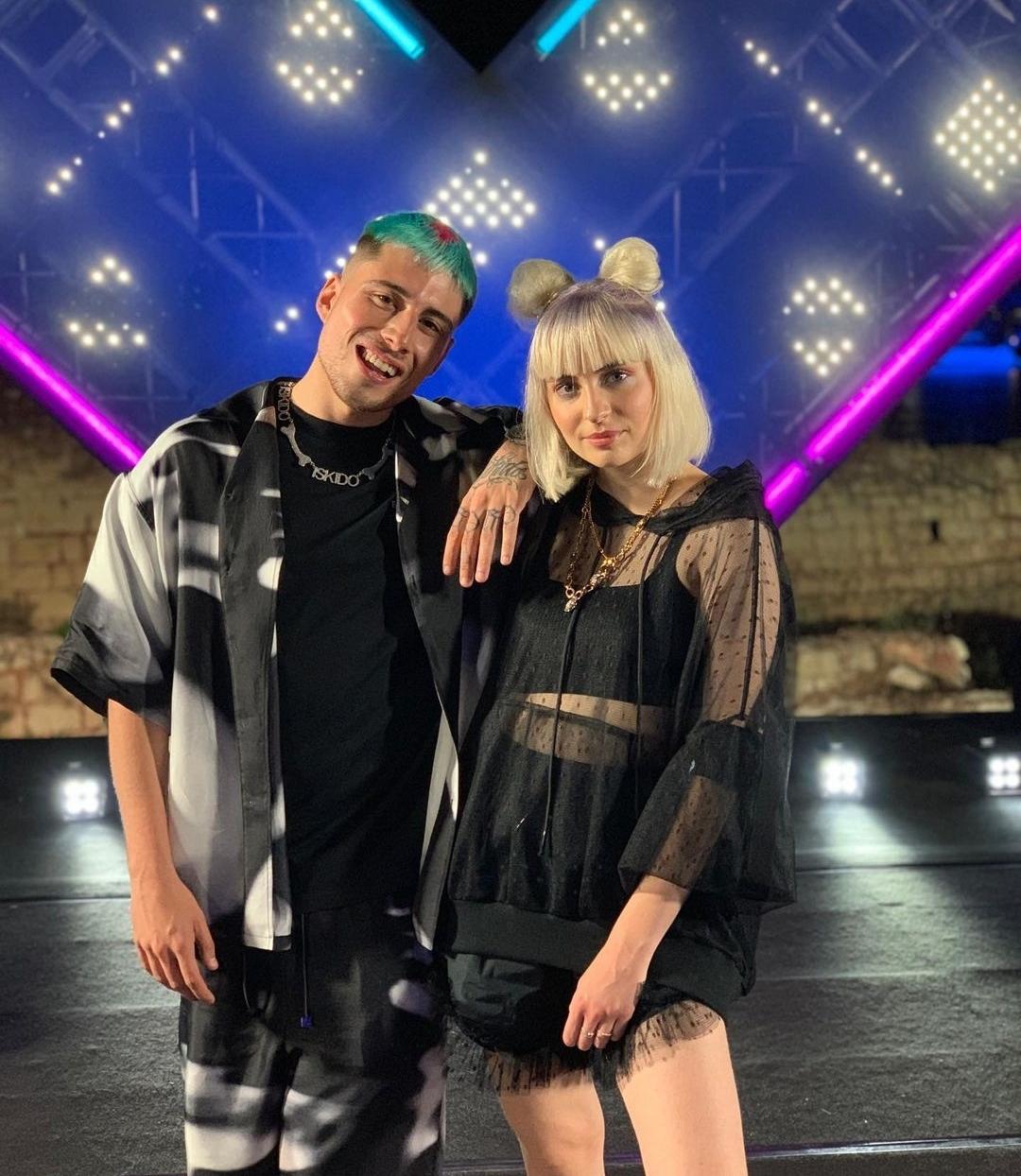 """E fu così che … cantando """"Que tal"""" con Boro Boro (scritta anche da Dj Cino), CARA tornò protagonista a Battili Live su Italia 1"""