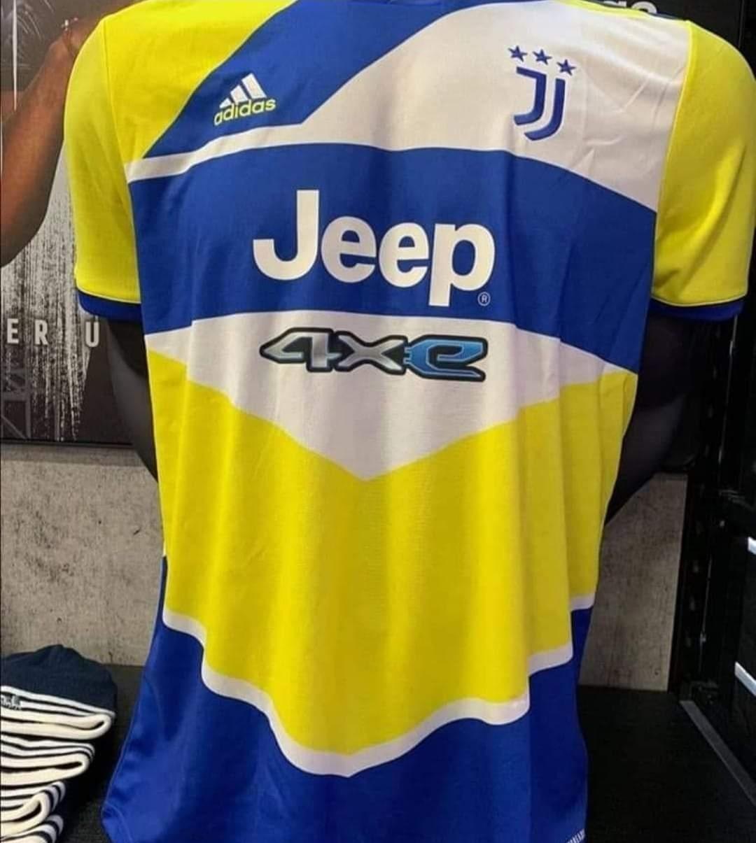 Clamoroso a Torino: la Juventus, per il corredo delle sue casacche ufficiali, beh copia assai dall'Unione Sportiva Pergolettese 1932