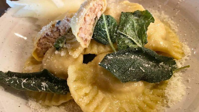 """Ah che fantastica, appassionata Finestra sul Mondo sono le """"Mezzelune"""" di pasta fresca dell'Antica Osteria del Cerreto ad Abbadia"""
