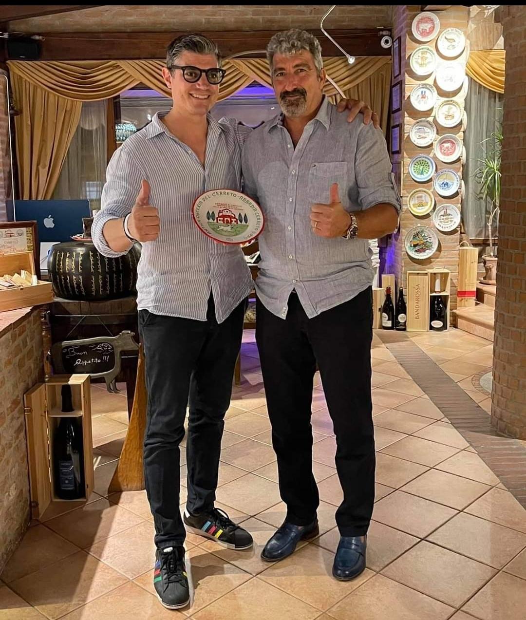 Grandioso ad Abbadia: due Bomber allì'Antica Osteria del Cerreto … Stefano in sala e cucina, Dario in campo