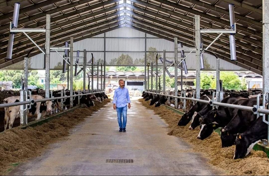 La pagina social East Lombardy menziona l'imprenditore agricolo Tommaso Carioni e il suo impegno nel l'agricoltura etica