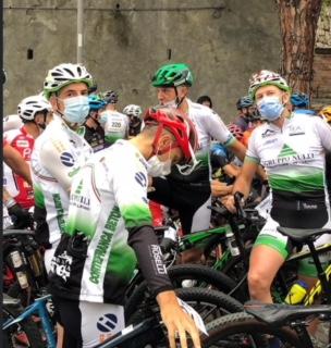 Il cremasco Giorgio Mezzadra tra i protagonisti della dura gara ciclistica Gimondi Bike a Iseo