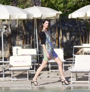 Con la modella cremasca Valentina Villani, la moda è pop, sempre connessa e accessibile… Chapeau