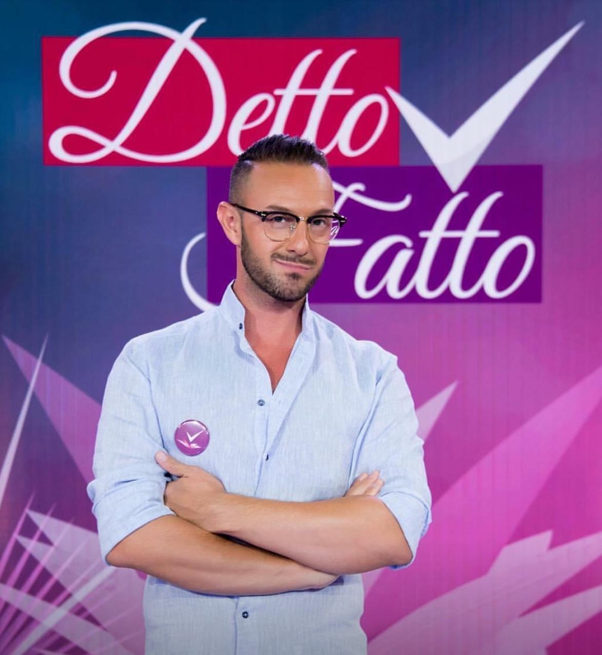 Ah come manca alla televisione italiana e a Mamma Rai, il Lookologo per Eccellenza del Granducato del Tortello Alioscia Mussi