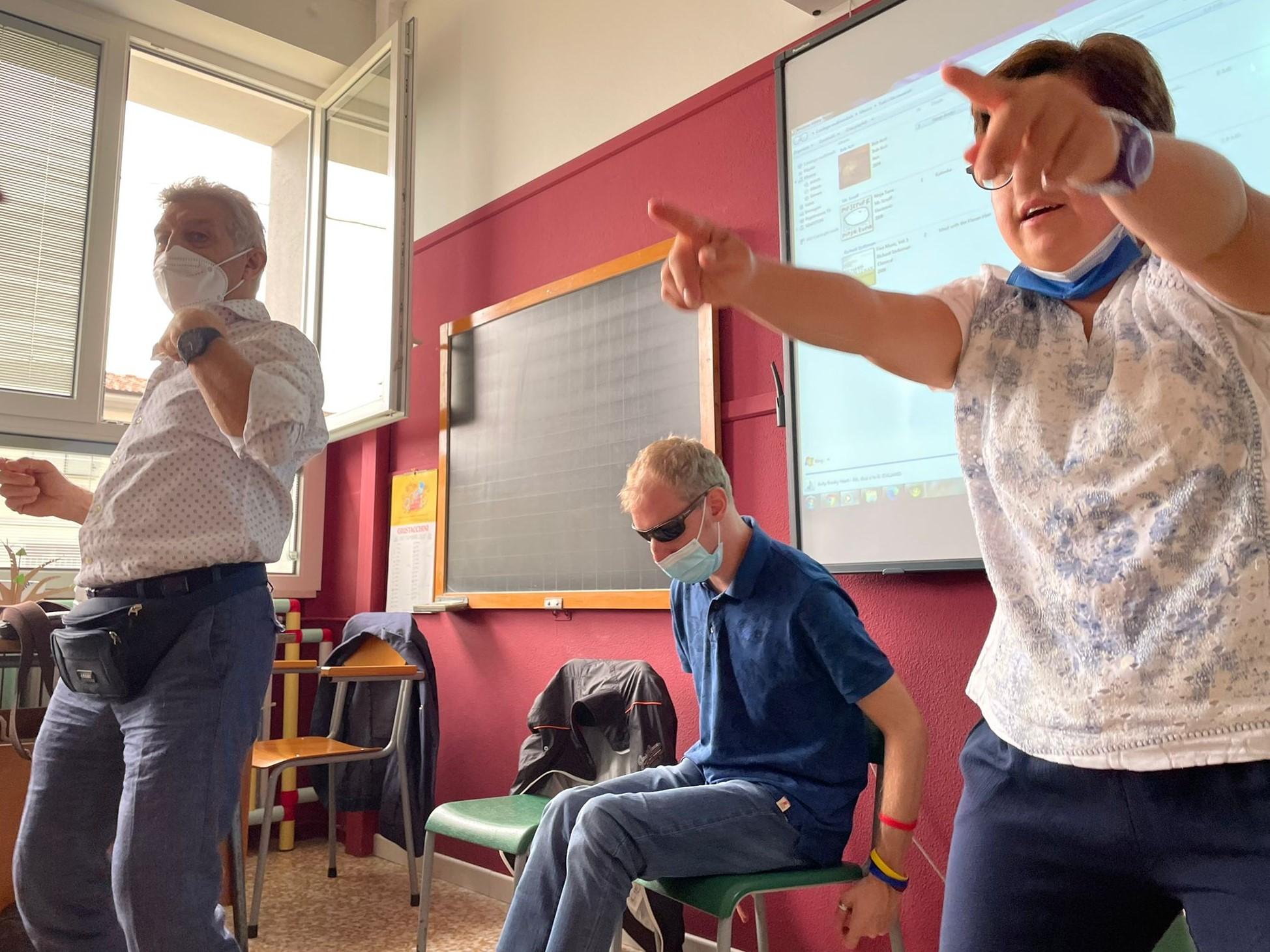 MagicaMusica torna in classe ed incanta i bimbi di Salvirola