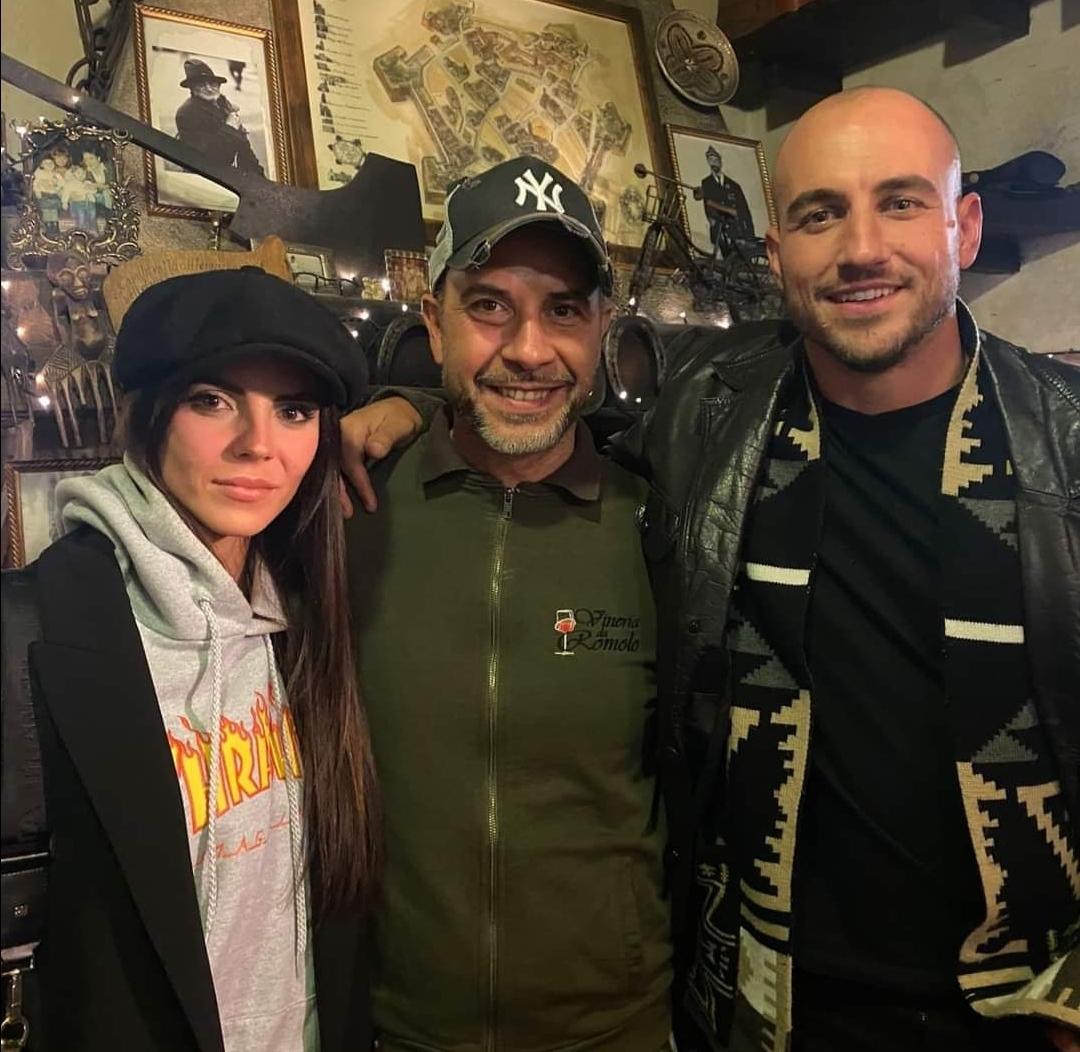 Grandioso a Grosseto: l'ex difensore del Pergocrema Leonardo Blanchard e la sua fidanzata Shaila Gatta (ex Velina) a cena alla Vineria Da Romolo