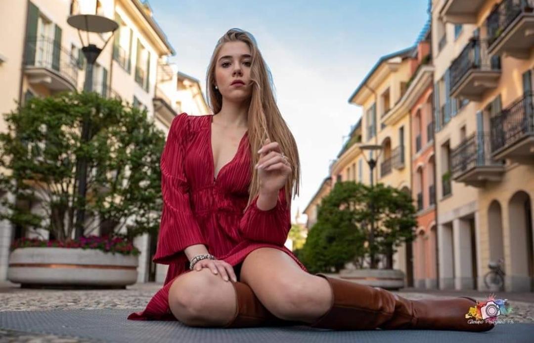 Ah che incantevole Finestra Cremasca sul Mondo è la stupenda fotomodella Alice Asti fotografata da Gaetano Pellegrino