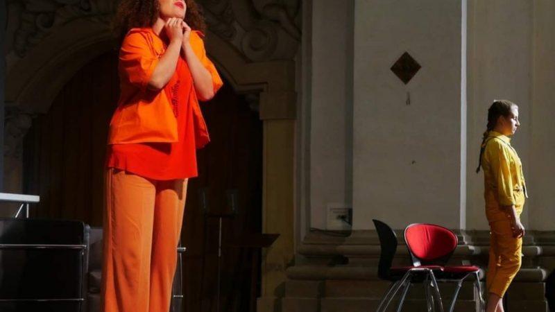 Eleonora Filipponi è la Mezzosoprano più Rock d'Europa: col suo belcanto e Lindora è protagonista ovunque
