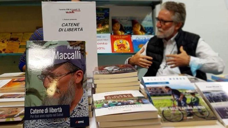 """Padre Gigi Maccalli e il suo libro """"Catene di libertà"""" protagonisti al Salone del Libro di Torino"""