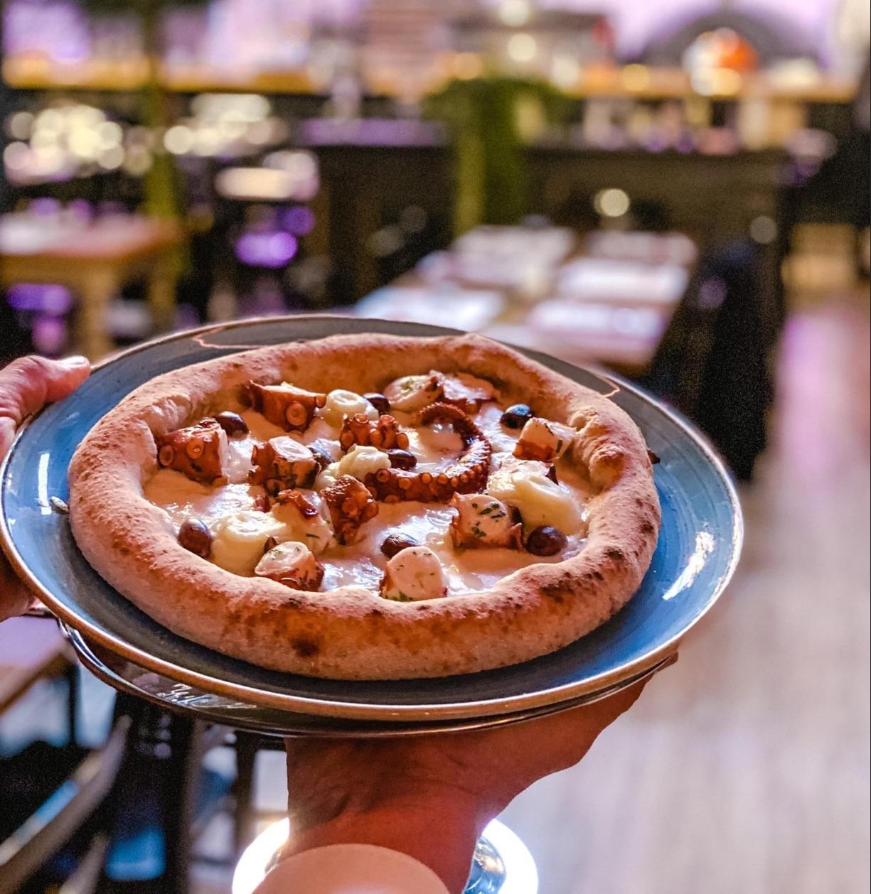 Standing Ovation per Fortunato Amatruda colui il quale ha ideato e lanciato a Crema la pizzeria gourmet, e non solo, Anima Romita